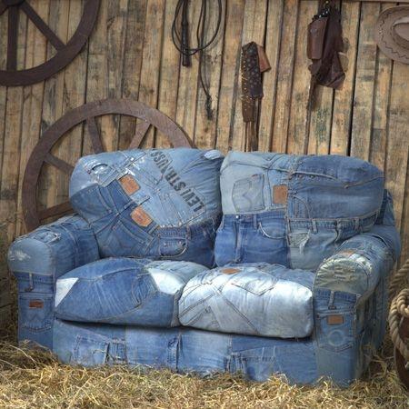 Ideas para reciclar vaqueros reformando un sofá