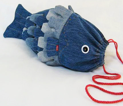 Ideas para reciclar vaqueros bolso infantil con forma de pez