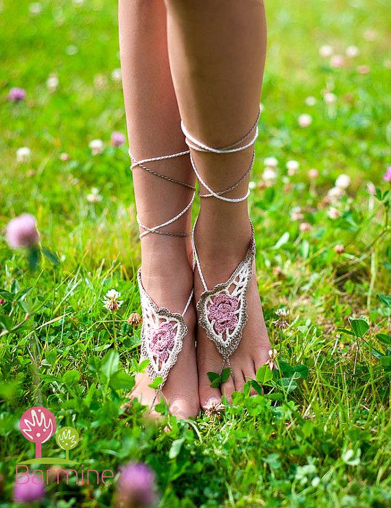 Sandalias descalzas en crochet diseño paisley