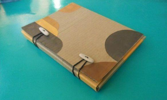 Hacer una carpeta de carton reciclado