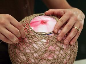 Enrollar el hilo en el globo