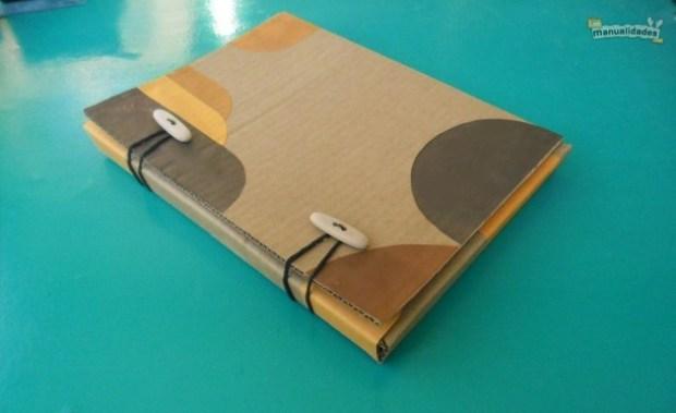 Como hacer una carpeta de cartón reciclado
