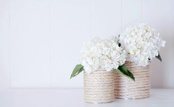 Floreros de latas recicladas decorados con cuerda