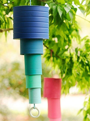 Movil de viento hecho con latas