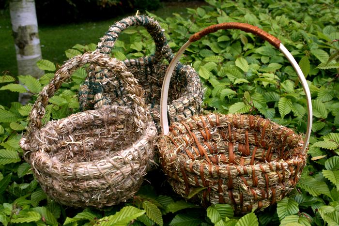 Cestería natural cestos de heno terminados