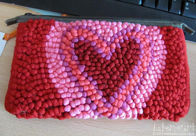 Monedero de tela reciclada punto tapiz