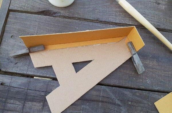 Pegar el carton para formar la letra