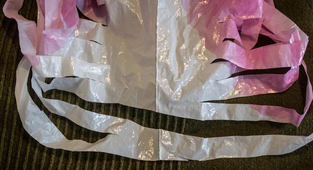 Como cortar las bolsas plasticas para reciclaje