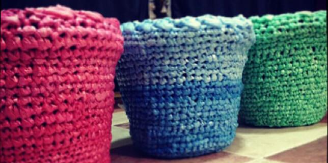 Cestos hechos con bolsas recicladas a crochet