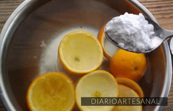 Agrega el bicarbonato y revuelve bien