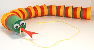 juguetes con materiales reciclados una víbora hecha con envases
