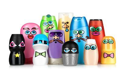 juguetes con materiales reciclados muñecos hechos con envases de champú y desodorante