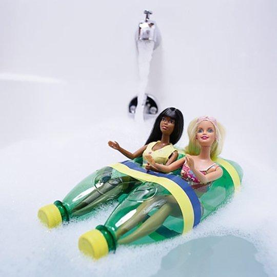 juguetes con materiales reciclados bote para muñecas hecho con botellas
