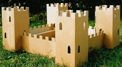 Juguetes con materiales reciclados castillo de cartón