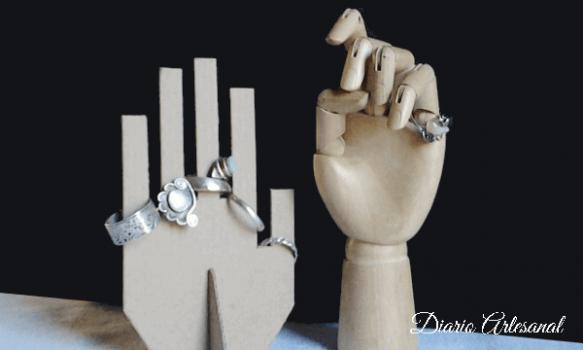 Reciclaje de carton porta anillos