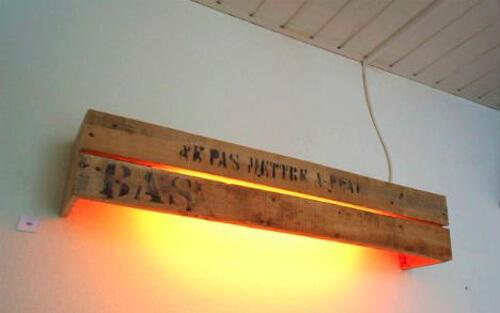Lámpara reciclada hecha con madera de palets