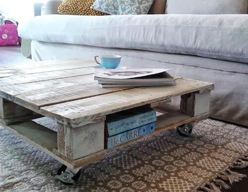 Mesa de café rústica hecha con un palet