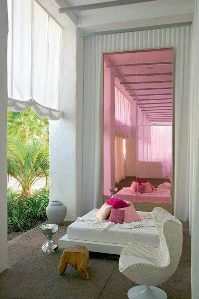 Ideas para decorar con espejos puerta de color rosa