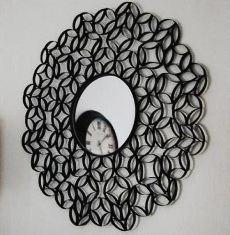 Espejo decorado con reciclaje de cartón de rollos de papel