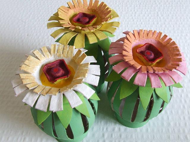 Flores con cartón de rollos y cartón de huevos