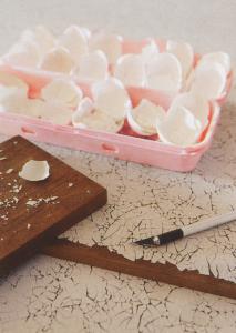 Como pegar cascaras de huevo