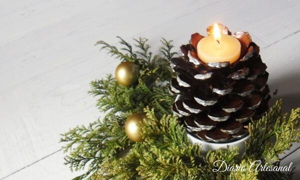 Candelabros de pi as para la mesa de navidad diario - Decorar pinas naturales ...