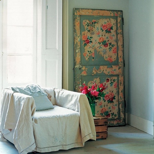 Decoracion estilo retro vintage con una puerta