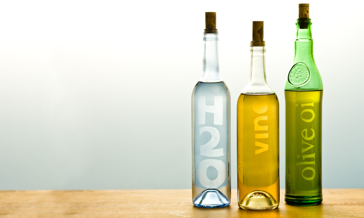 Botellas con rotulos para la cocina